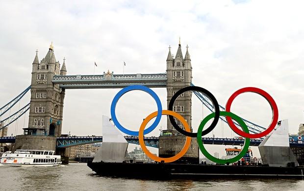 selo das Olimpíadas no rio em Londres (Foto: AFP)