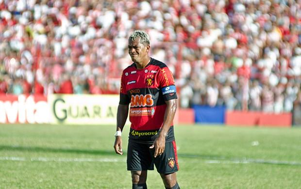 Marcelinho Paraíba pendurado (Foto: Divulgação/Sport)