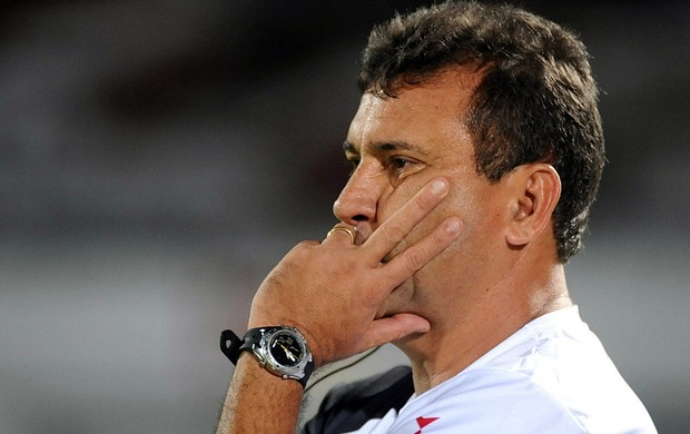 Zé Teodoro, técnico do Santa Cruz (Foto: Aldo Carneiro)