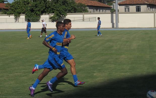 Elkeson e Maicosuel correndo treino Botafogo (Foto: André Casado / Globoesporte.com)