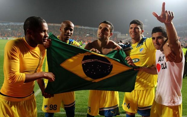 apoel x lyon comemoração brasileiros (Foto: AFP)