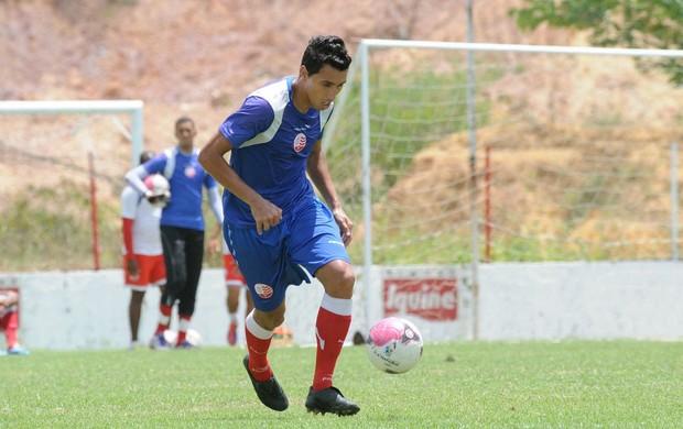 Marquinho, lateral-direito do Náutico (Foto: Aldo Carneiro)
