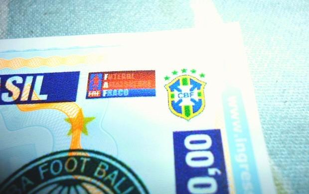 Ingressos do jogo Naça x Coritiba com a frase 'Futebol Amazonense Fraco'=13-03-2012 (Foto: Adalberto Monteiro/Divulgação)