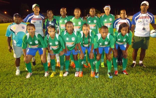 Jogadoras do Viana que venceram o Intercap, na estreia da Copa do Brasil 2012. Partida realizada em Tocantins (Foto: Vitorino Sousa Santos/Divulgação/Viana)