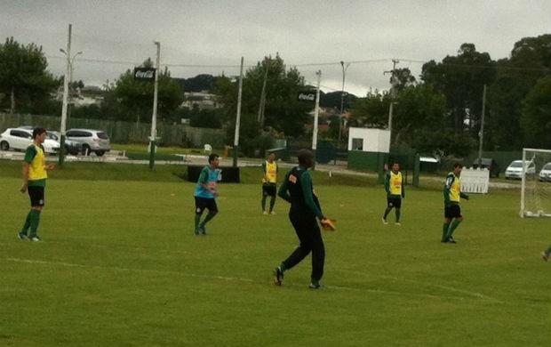 Argentino Maximiliano treina com o time do Coritiba (Foto: Gabriel Hamilko / GloboEsporte.com)