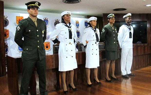 Leandro Guilheiro, Tânia Maranhão, Ana Claudia Lemos, Keila Costa e Diogo Silva recebem a medalha de mérito desportivo (Foto: Márcio Iannacca / GLOBOESPORTE.COM)