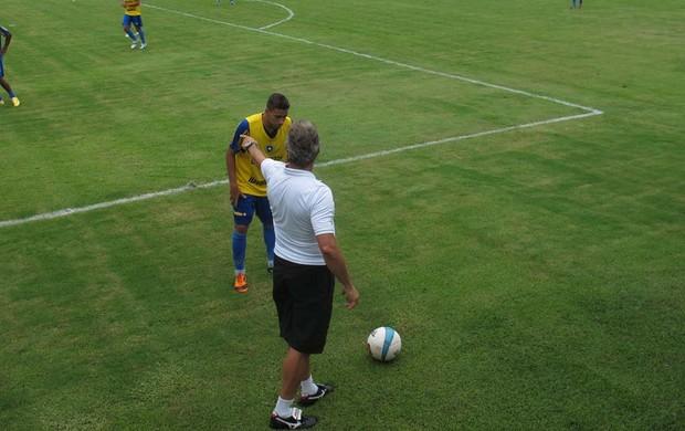 Oswaldo de Olivera treino Botafogo (Foto: André Casado / Globoesporte.com)