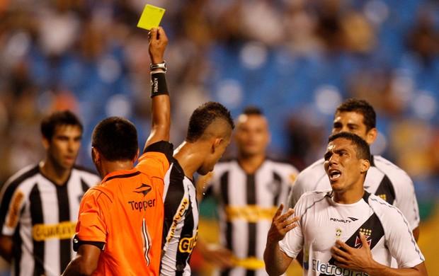 juiz botafogo x vasco (Foto: Marcos Tristão / Agência Globo)