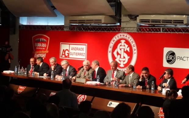 Cerimônia da assinatura do contrato no Beira-Rio (Foto: Lucas Rizzatti/Globoesporte.com)