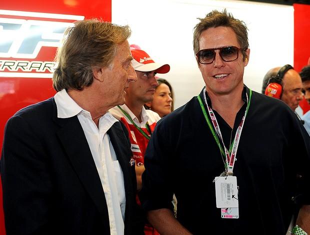 Hugh Grant nos boxes da Ferrari em Monza