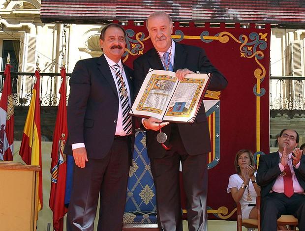 Vicente del Bosque recebe prêmio na cidade natal