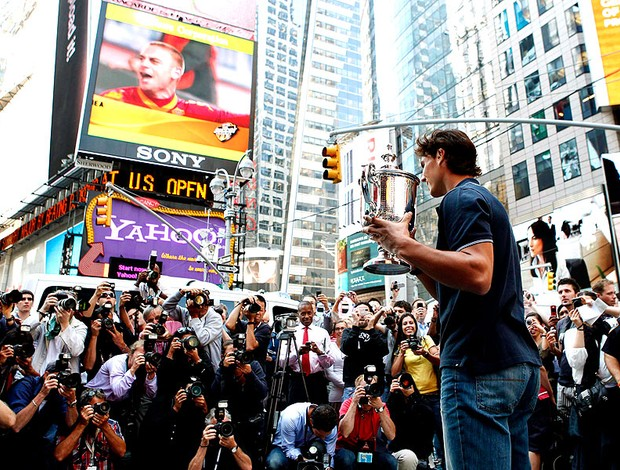 Nadal posa com o troféu do US Open em Nova York