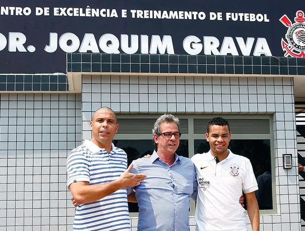 Ronaldo e Dentinho na inauguração do CT do Corinthians