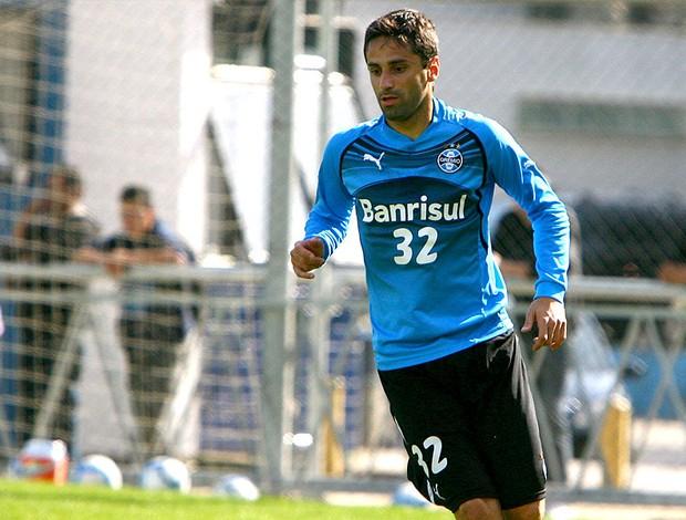 Jonas no treino do Grêmio