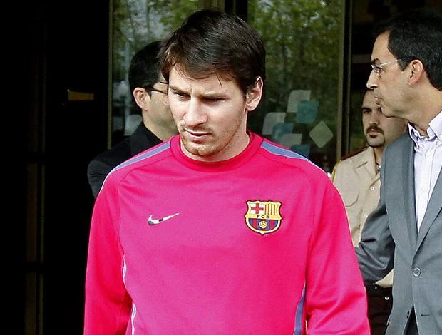 Messi deixa o hospital na Espanha após lesão
