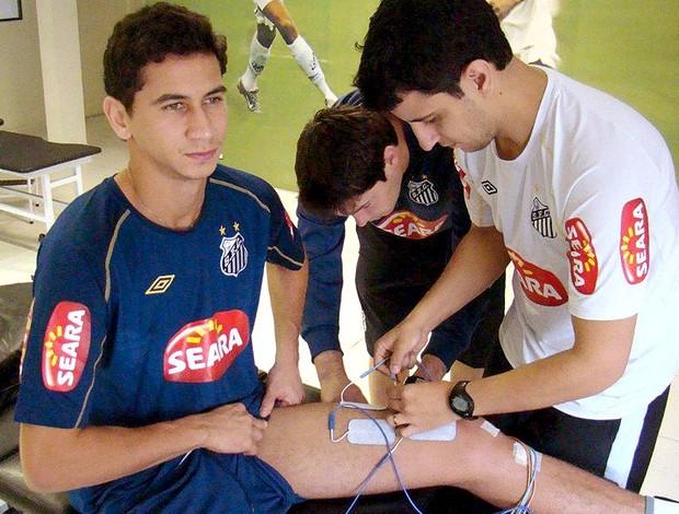 Ganso realiza  fisioterapia no Santos