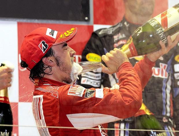 Alonso comemora vitória em Cingapura