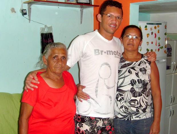 messi goianinha_RN ao lado da mãe e da avó