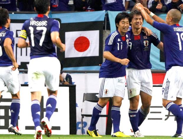 Japão comemora gol em amistoso contra a Argentina