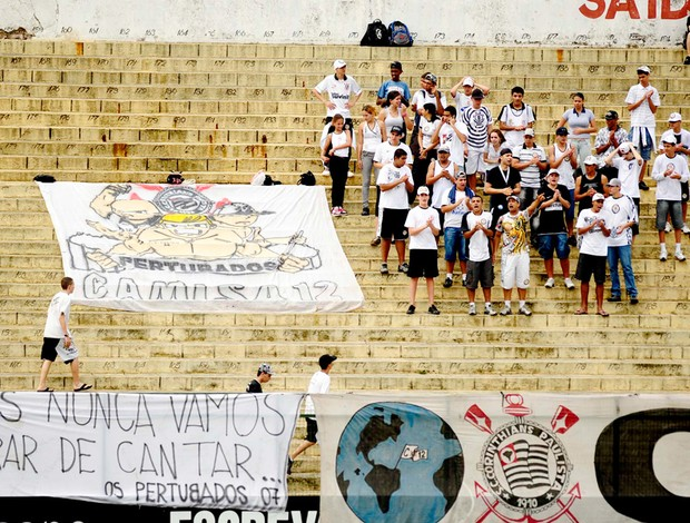 protesto no treino do corinthians
