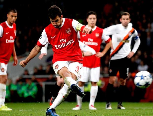 Cesc Fabregas comemora gol do Arsenal shakhtar donestk