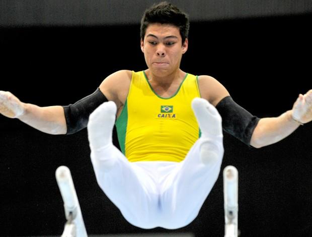 Ginástica Sérgio Sasaki Junior Mundial de Roterdã (Foto: AFP)