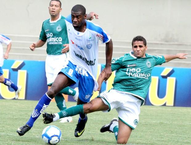 Lance do jogo entre Goiás e Avaí