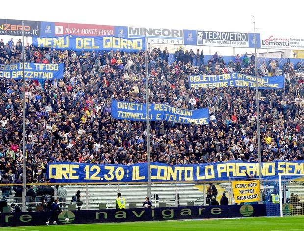 Parma - torcida protesta contra horário do jogo