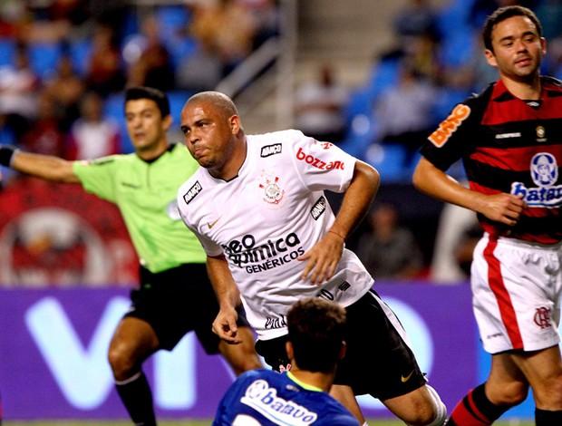 ronaldo comemora, flamengo x corinthians (Foto: Jorge William / Agência O Globo)