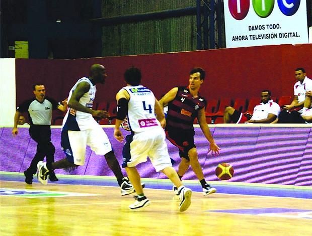Marcelinho leva o Flamengo ao ataque no jogo contra o Malvin,  Uruguai