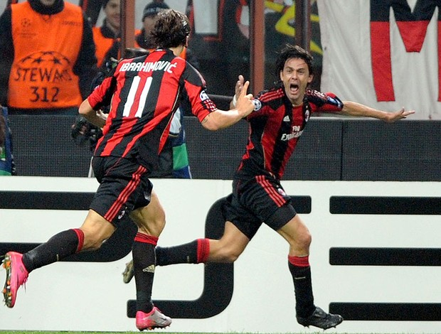 Inzaghi e Ibrahimovic comemoram gol do Milan