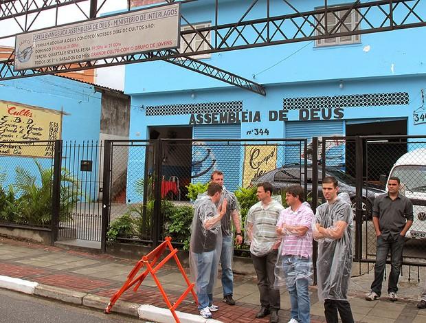 Igreja vira estacionamento em Interlagos