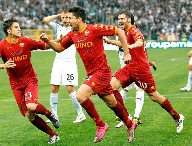 03563113f9 Borriello comemora gol do Roma