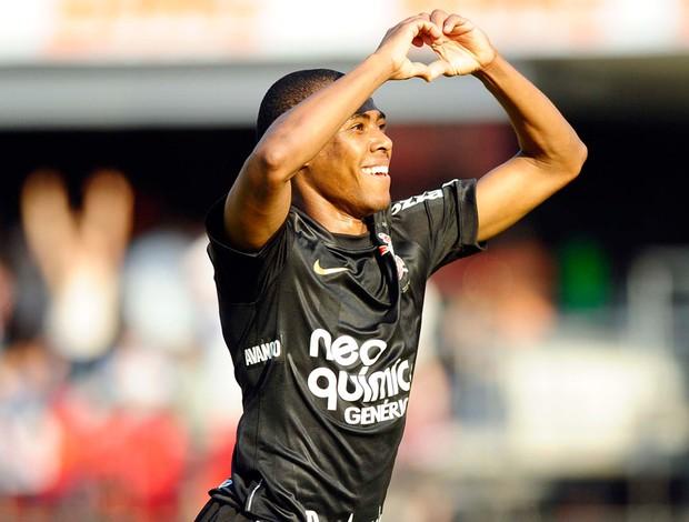 Elias comemora no jogo entre São Paulo e Corinthians
