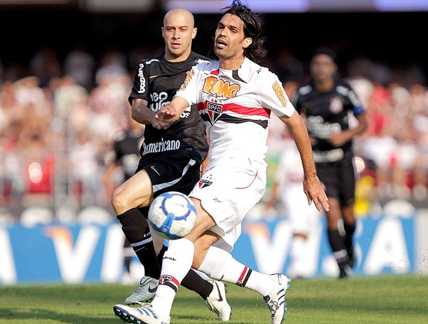 Fernandão na partida entre São Paulo e Corinthians