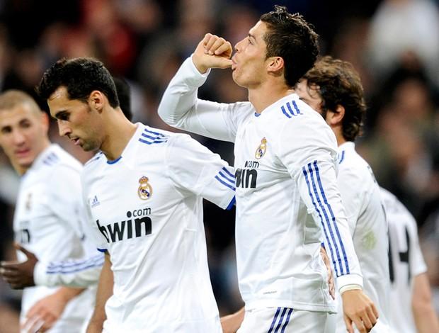 cristiano ronaldo comemora gol do real madrid sobre o murcia