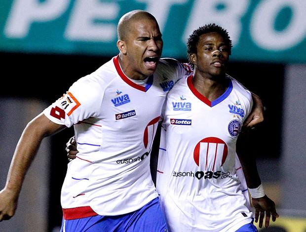 Joel e Adriano comemoram gol do Bahia