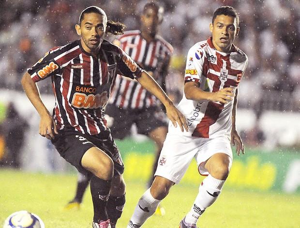 Carlinhos Paraíba e Eder Luis na partida entre Vasco e São Paulo