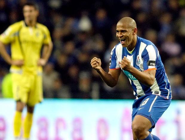 Walter comemora gol do Porto contra o Portimonense