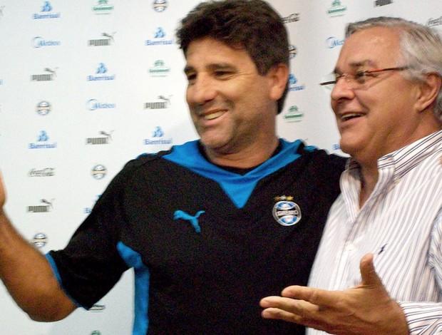 cumprimento oficial da renovação. Renato Gaúcho e Paulo Odone. grêmio