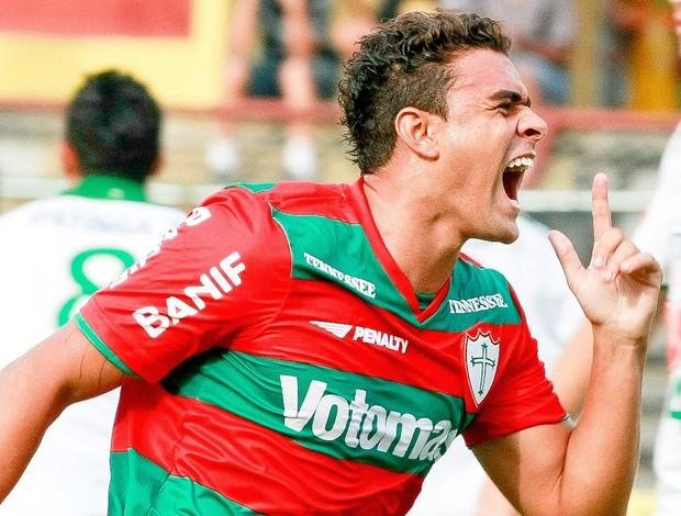 mauricio comemora gol da portuguesa contra o ipatinga