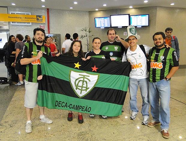 Torcedores América-MG Viracopos (Foto: Rodrigo Fuscaldi / Globoesporte.com)