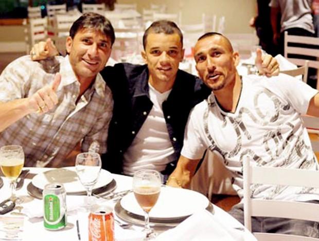 comemoração do Inter após 100 dias do título da Libertadores. Abbondanzieri, D'Alessandro e Guiñazu