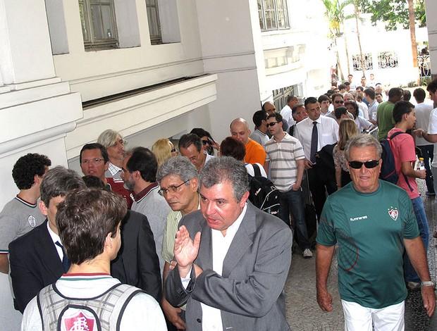 fila durante as eleições do Fluminense