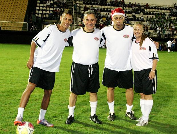 Neymar participa de partida beneficente com Milene Domingues