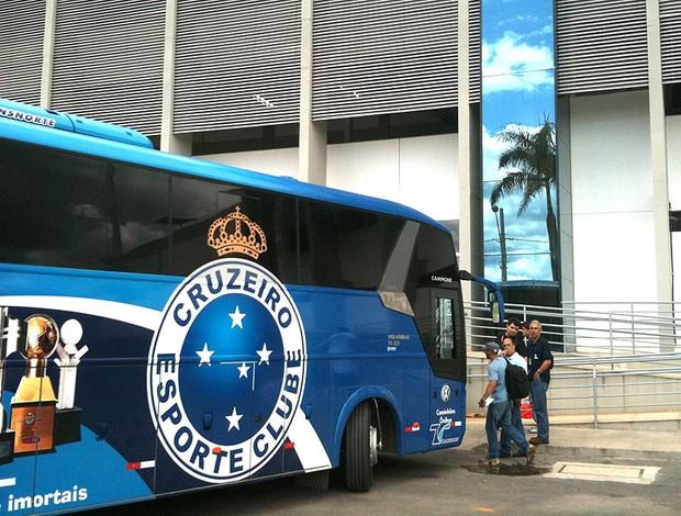 chegada do ônibus do Cruzeiro
