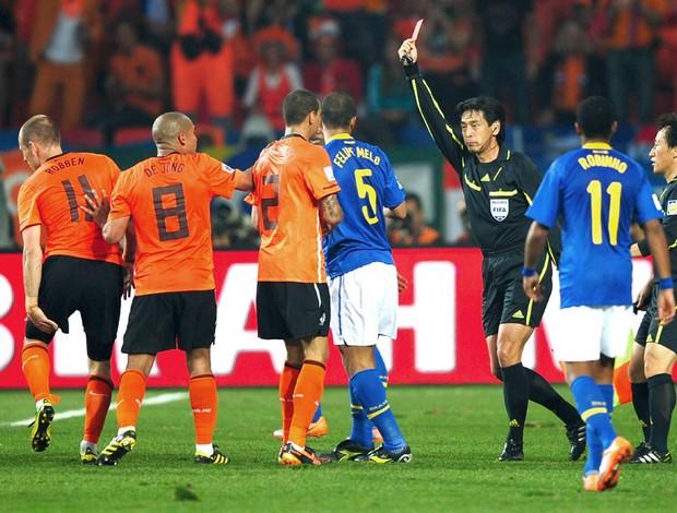 Yuichi Nishimura juiz Copa do Mudo 2010 expulsão Felipe Melo Brasil x Holanda (Foto: agência Getty Images)