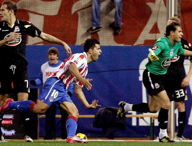 Aguero comemora gol do Atlético de Madrid contra o La Coruña