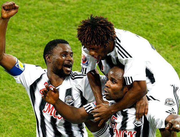 Dioko Kaluyituka comemora segundo gol do Mazembe