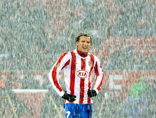 Forlan - Atlético de Madri x Bayer Leverkusen (Foto: Reuters)
